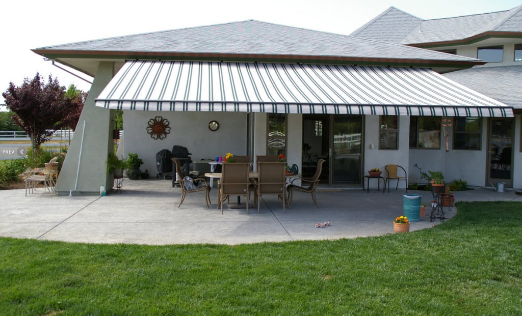 retractable outdoor awning