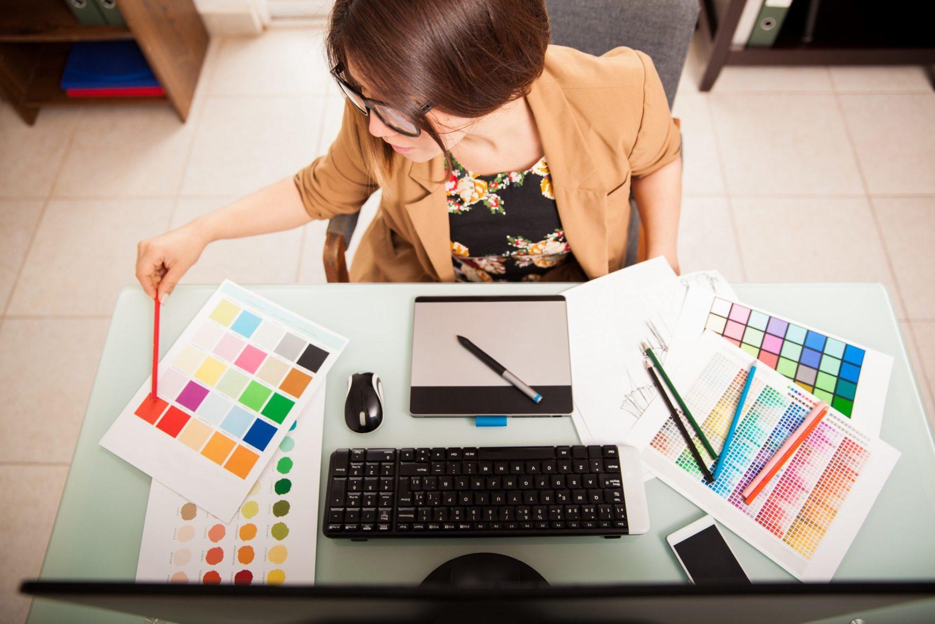 role of a graphic designer